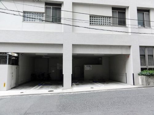 専用駐車場(当院1F)